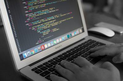 Prospective des emplois et des métiers : France Stratégie et le CEREQ identifient 36 métiers dans la filière numérique