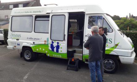 En bus, en camionnette ou en camping-car: quand médiateurs numériques et services publics vont au devant des usagers